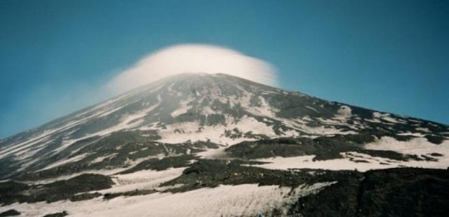 """Fotomenininko Raimondo Puišio nuotrauka iš serijos """"Aukštumos žemumos""""."""