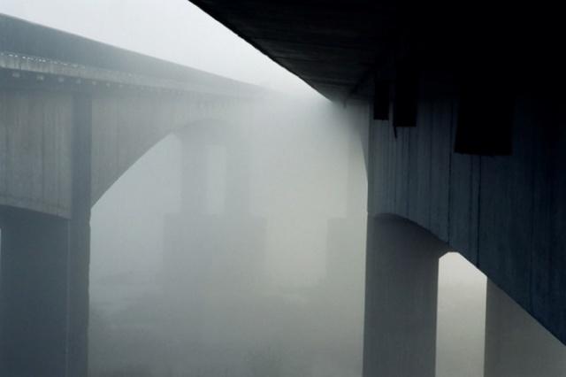"Fotomenininko Vytauto Pletkaus fotografija iš serijos ""Tiltai""."