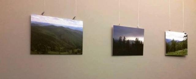 Fragmentai iš Oksanos Judakovos parodos Nacionalinio Kauno dramos teatro kavinėje. Fotografavo Gabrielė Kuizinaitė.