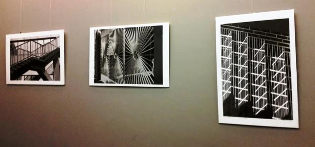 Fragmentas iš fotomenininko Algimanto Kezio kamerinės parodos, Nacionalinio Kauno dramos teatro kavinėje. Fotografavo Gabrielė Kuizinaitė.