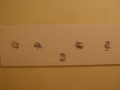 """Saulius Kuizinas iš ciklo """"Paveikslų eskizai"""". Fragmentas iš parodos """"Recesiją prisimenant"""". A. Žmuidzinavičiaus kūrinių ir rinkinių muziejus"""". 2014 m. gruodis."""