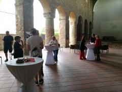 Bendras vaizdas iš Lietuvos Fotomeno bienalės atidarymo šventės. Iš pilies bazilikos kartu su bienalės svečiais ir dalyviais.