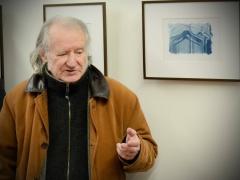 Fotomenininkas Aleksandras Macijauskas per fotomenininko Roberto Misiukonio parodos atidarymą