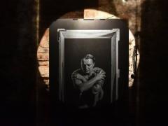 """Fragmentai iš Fotomenininko Iridijaus Švelnio fotoinstaliacijos """"Susivaržymų ir apribojimų aspektai"""" fotografavo Giedrė Jankauskienė"""